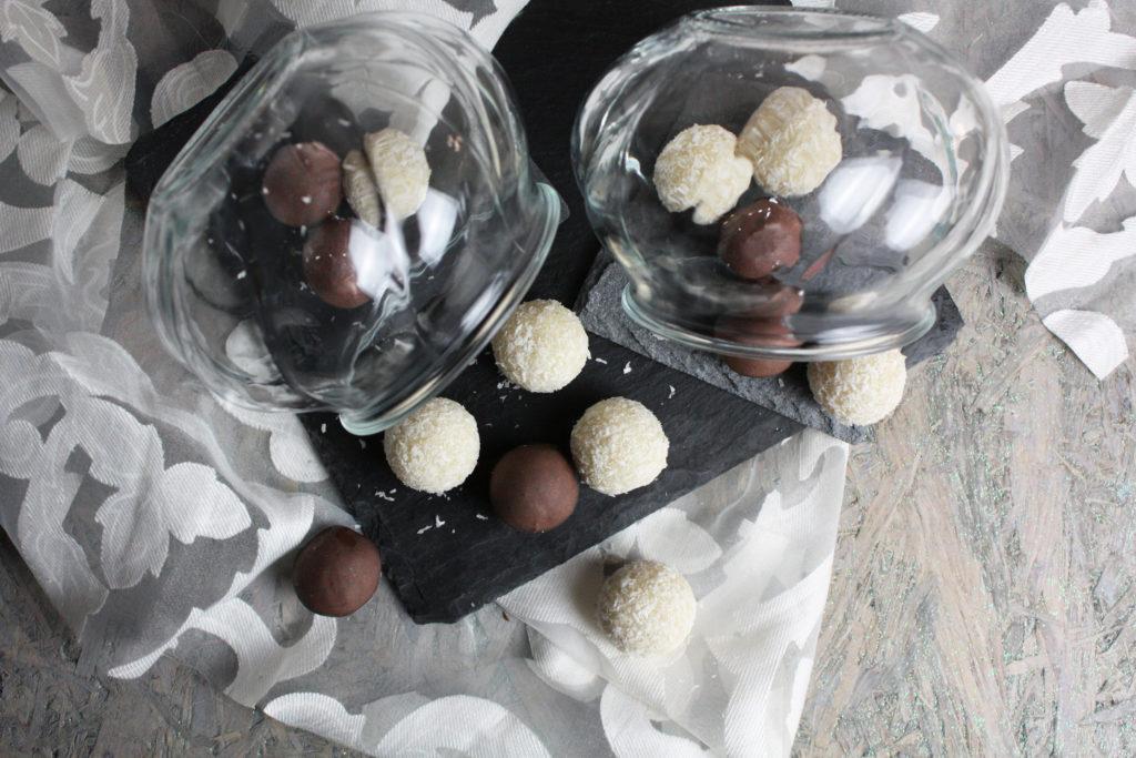 Süße Kokos-Bällchen ohne Zucker | Toastenstein