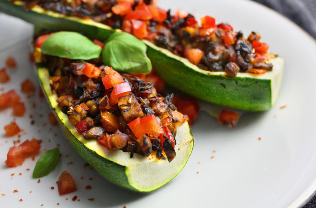 Gefüllte Zucchini mit Tempeh