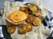 Blumenkohl-Taler mit Paprika-Cashew-Dip