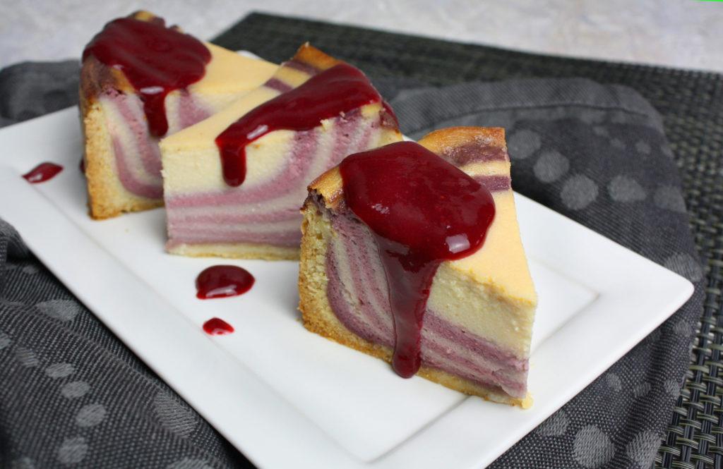 Gestreifter Käsekuchen mit Beeren | Toastenstein