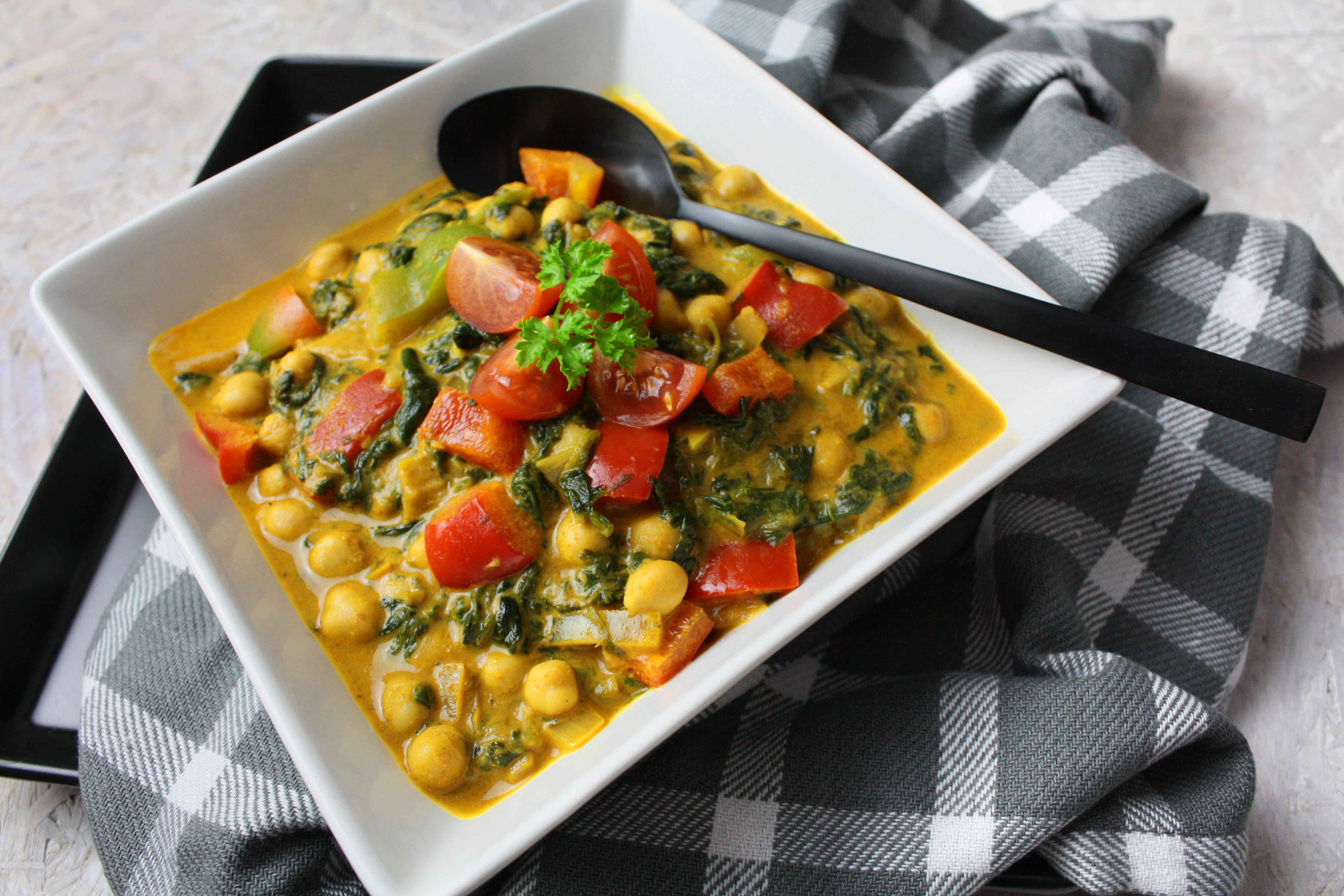 Cremiges Spinat-Curry mit Kichererbsen