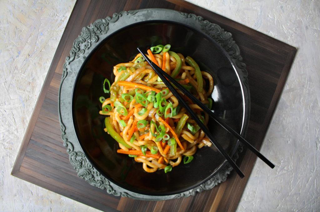 Asiatische Udon-Nudeln mit Gemüse | Toastenstein