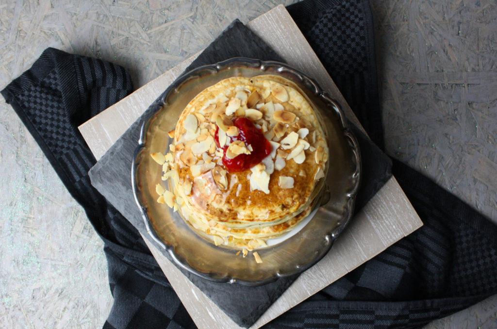 Pancakes mit Mandel-Joghurt | Toastenstein