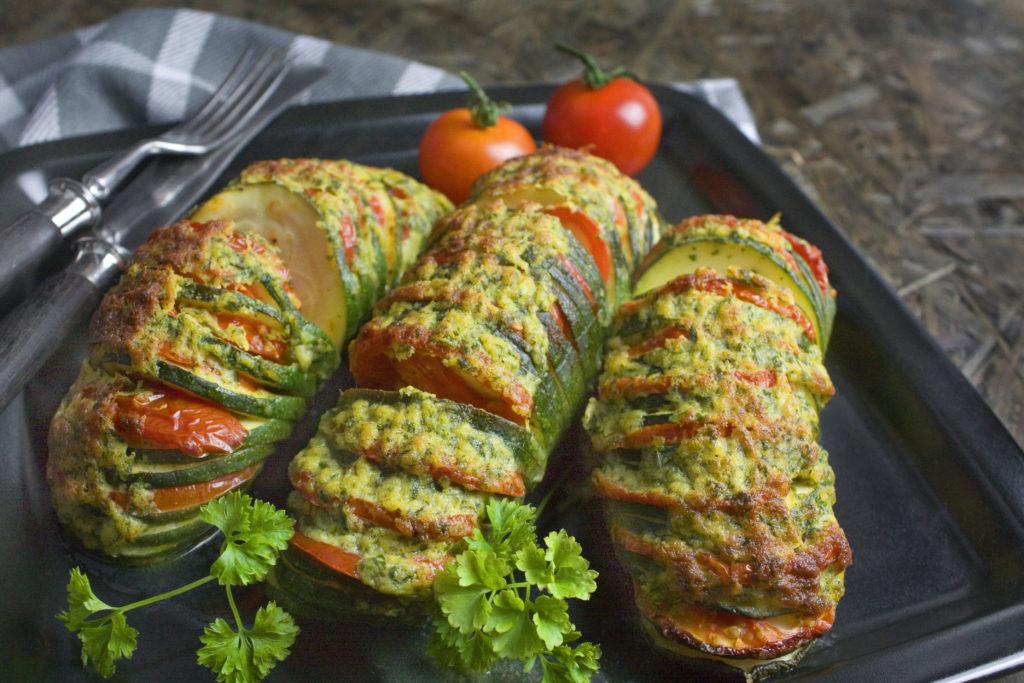 Hasselback-Zucchini mit Kräuter-Käse-Kruste | Toastenstein