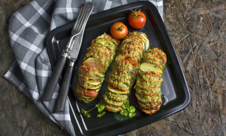 Hassleback-Zucchini mit Kräuter-Käse-Kruste