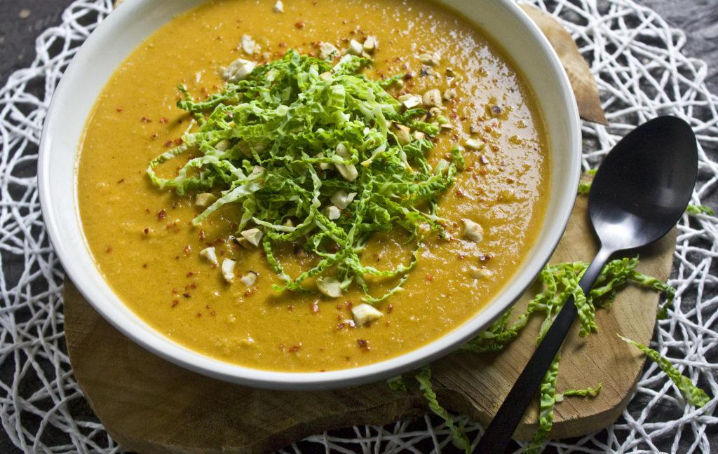 Würzige Wirsing-Erdnuss-Suppe | Toastenstein