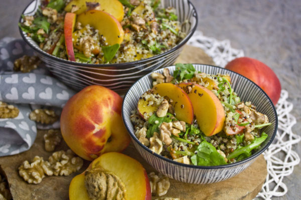 Nektarinen-Salat mit Basilikum-Dressing