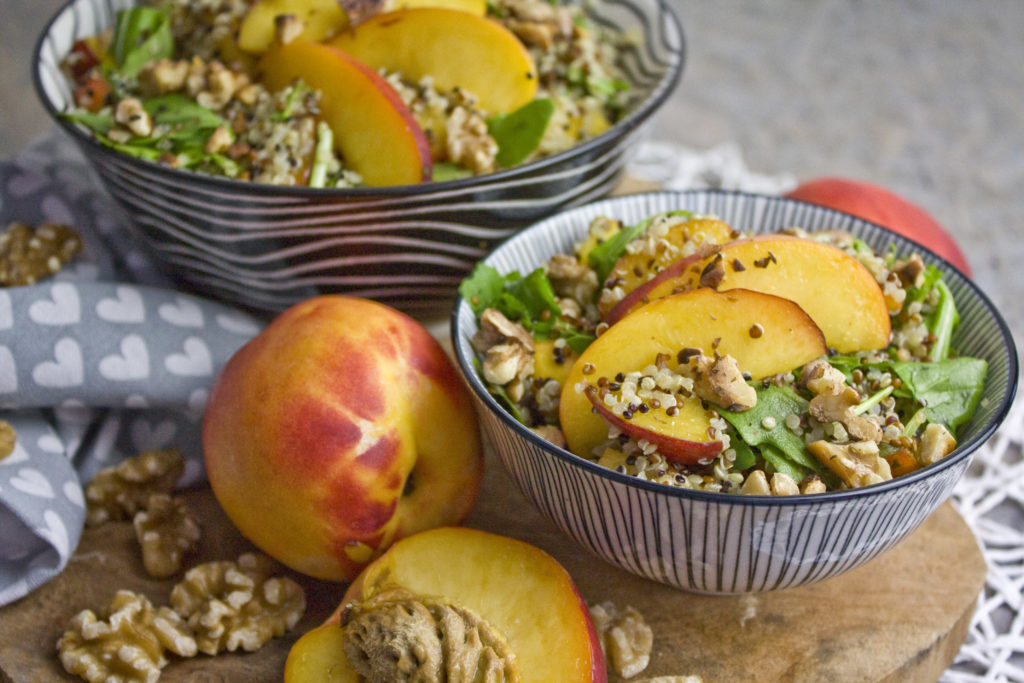 Nektarinen-Salat mit Basilikum-Dressing | Toastenstein