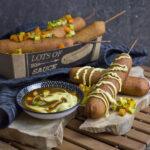 Vegane Corn Dogs mit Seitan-Würstchen