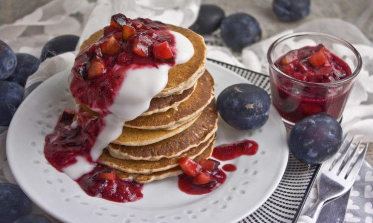 Buchweizen-Pancakes mit Zwetschgen-Kompott