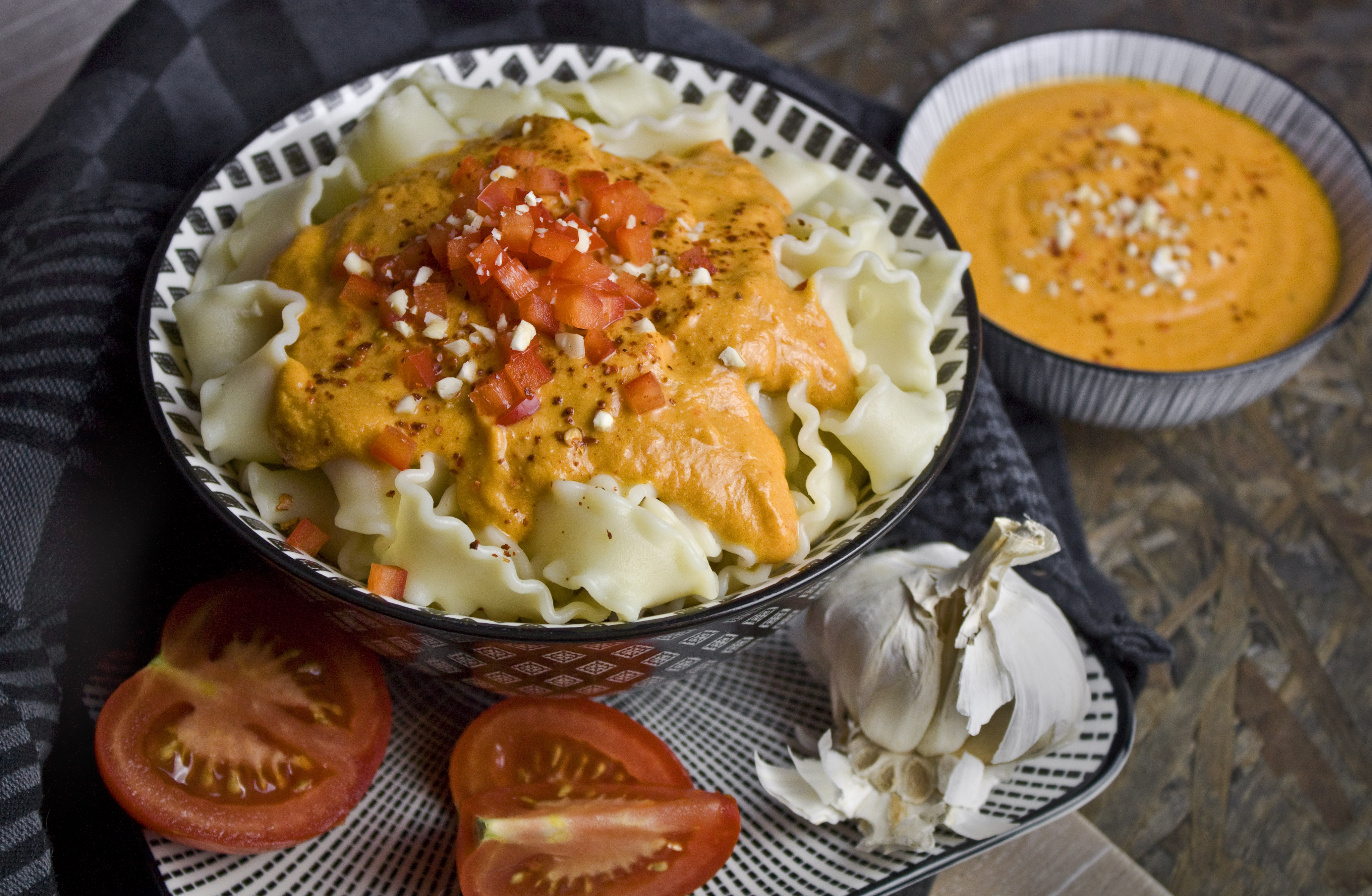 Cremige Tomaten-Paprika-Sauce mit Cashews