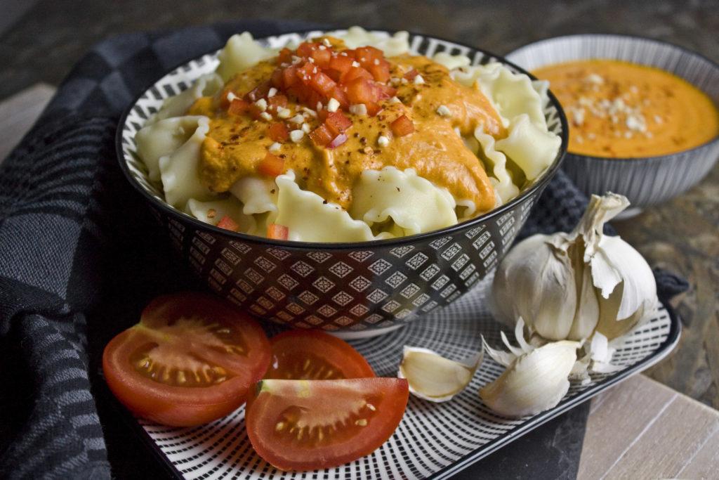 Cremige Tomaten-Paprika-Sauce mit Cashews| Toastenstein