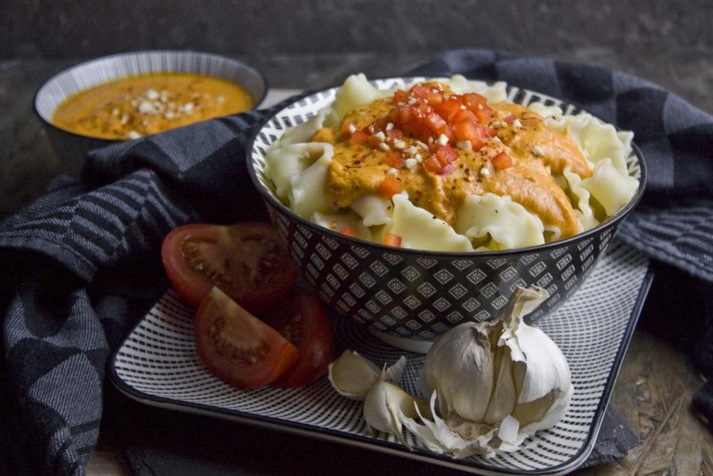 Cremige Tomaten-Paprika-Sauce mit Cashews | Toastenstein
