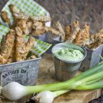 Gebackene Zucchini-Sticks mit Frühlingszwiebel-Dip