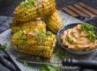 Gebackene Maiskolben mit Paprika-Miso-Butter