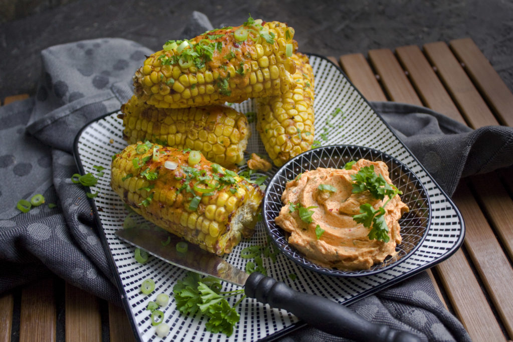 Gebackene Maiskolben mit Paprika-Miso-Butter | Toastenstein