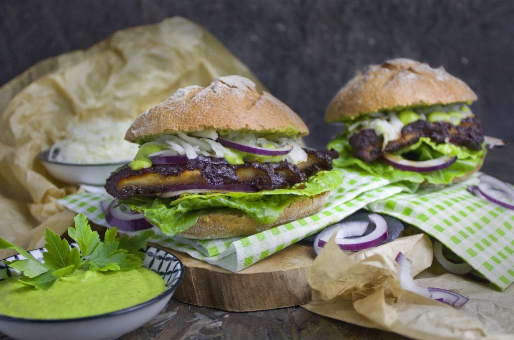 Portobello-Steak-Brötchen mit grüner Sauce | Toastenstein