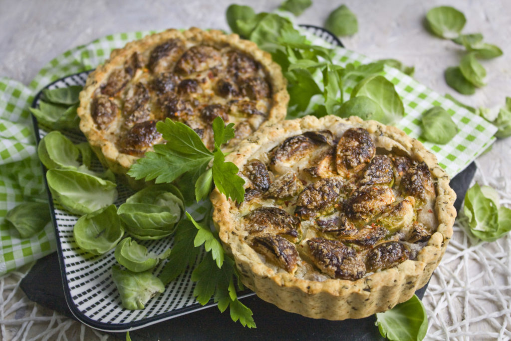 Ofenfrische vegane Rosenkohl-Tarte | Toastenstein