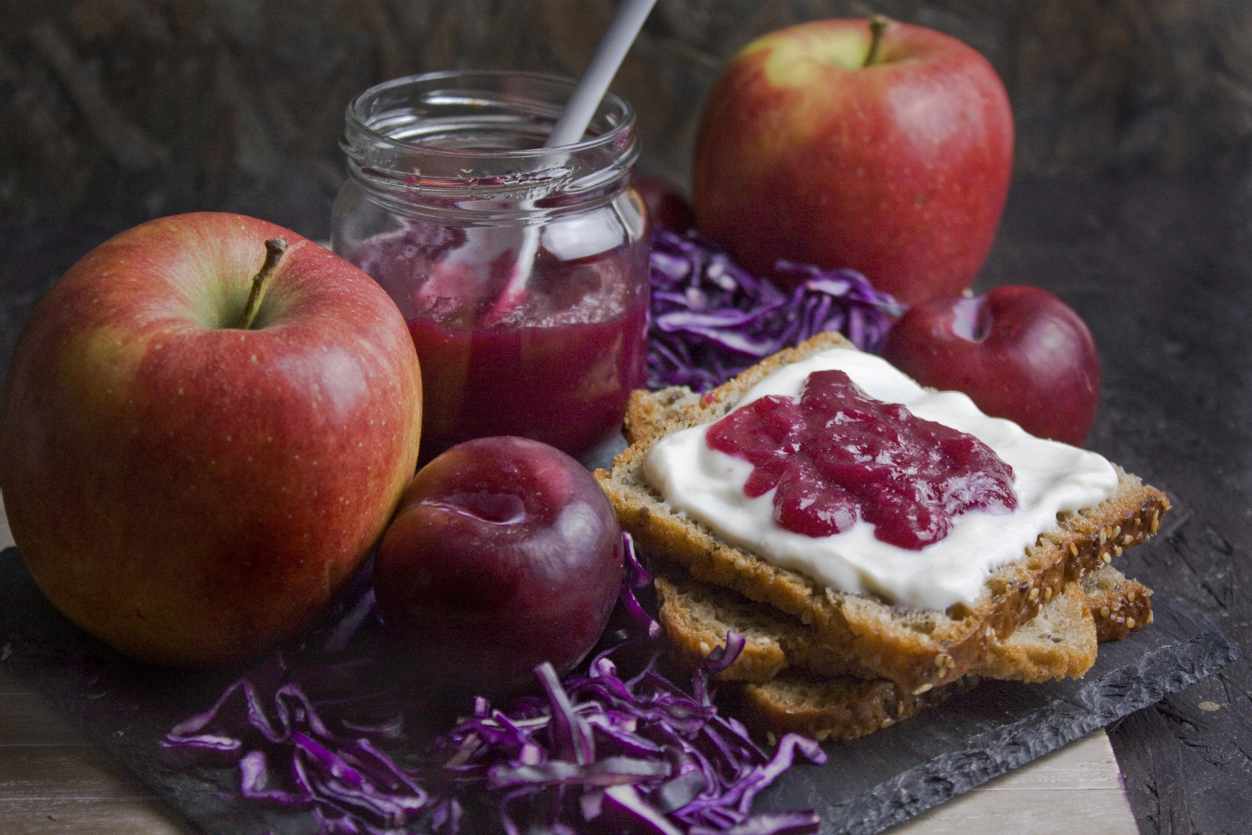 Rotkohl-Marmelade mit Apfel und Pflaume