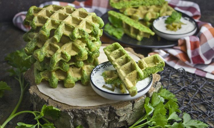 Monstergrüne Petersilien-Waffeln mit Zucchini