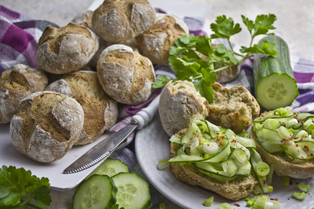 Frisch gebackene Kartoffel-Dill-Brötchen | Toastenstein