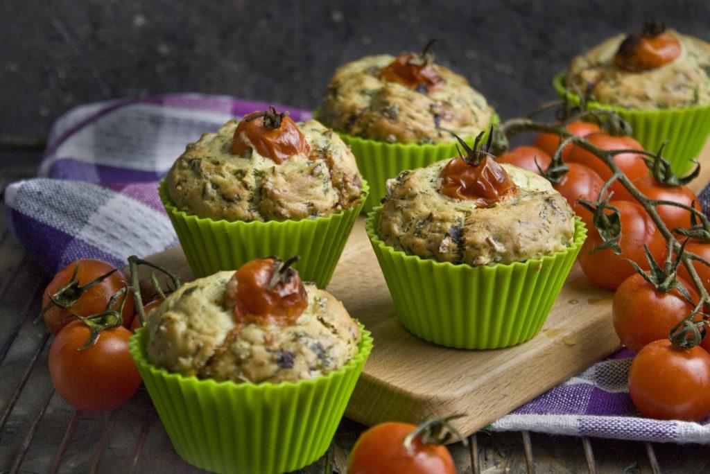 Herzhafte und fluffige Rucola-Bärlauch-Muffins | Toastenstein