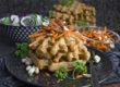 feurige kimchi-waffeln mit karotten
