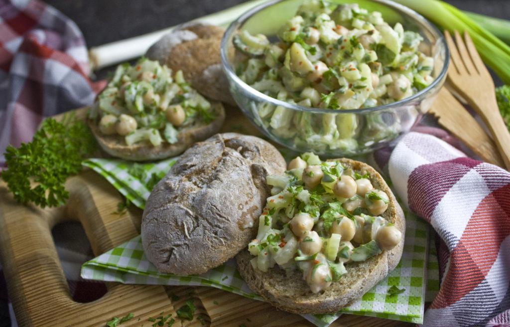 Sellerie-Salat mit Kichererbsen – Für aufs Brot! | Toastenstein