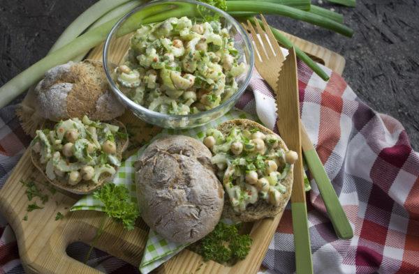 Sellerie-Salat mit Kichererbsen – Für auf's Brot!