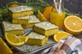 Orangen-Rosmarin-Blondies mit Joghurt