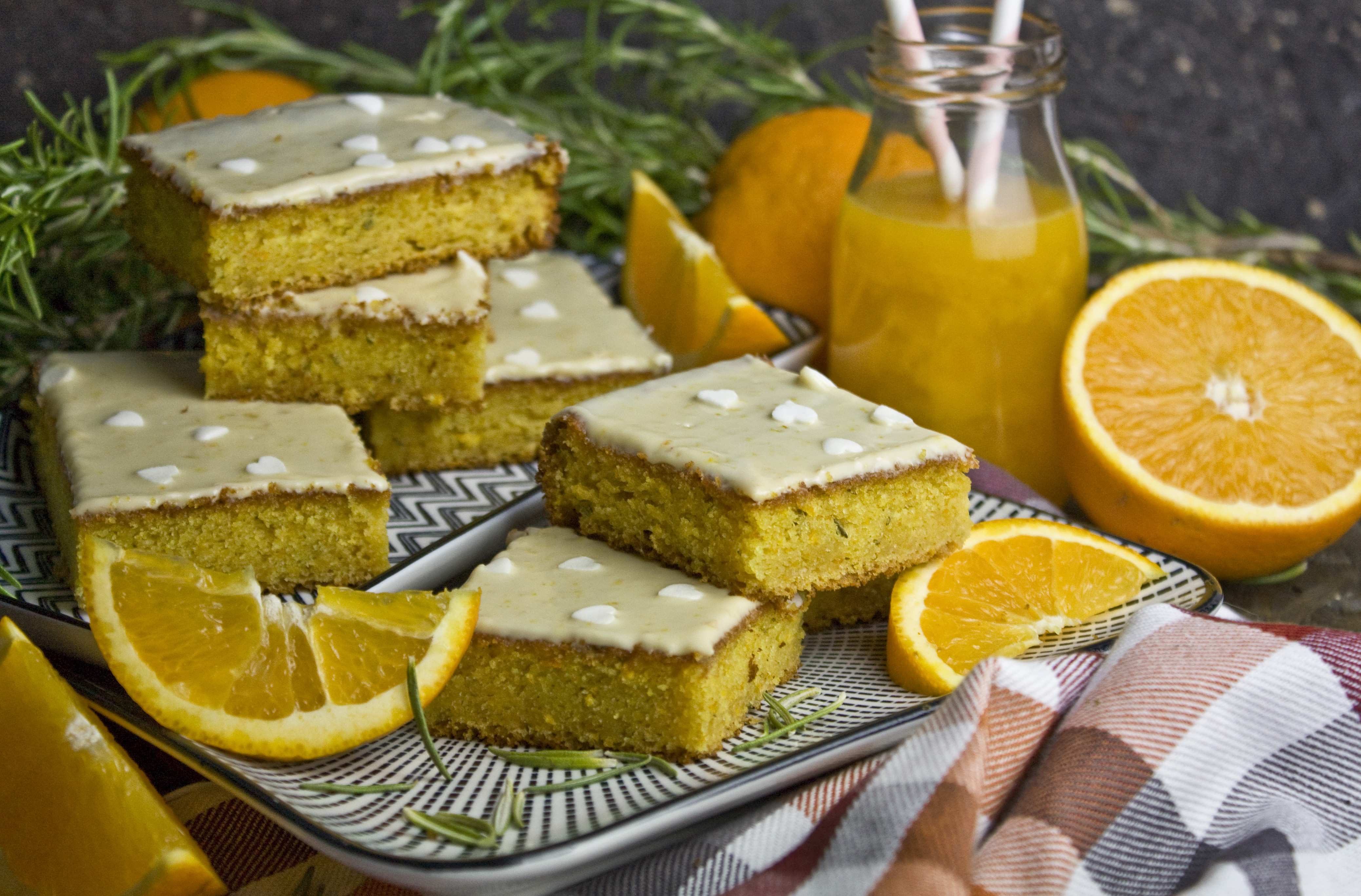 Orangen-Rosmarin-Blondies mit Joghurt | Toastenstein
