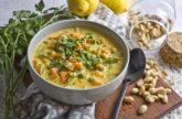 Erdnuss-Zitronen-Suppe mit Gemüse
