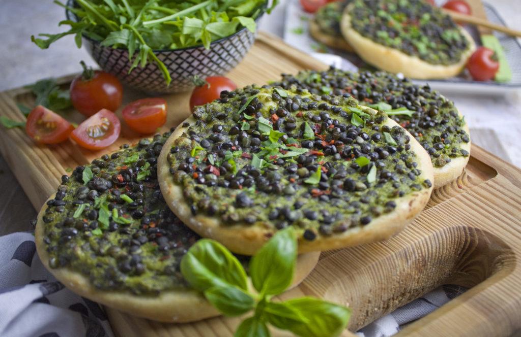 Grüne Linsen-Taler mit Rucola und Basilikum | Toastenstein