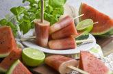 Melonen-Limetten-Eis mit Minze