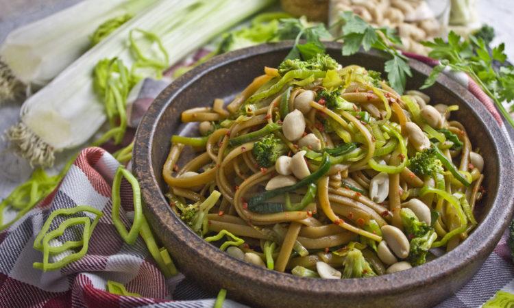 Würziger Nudel-Lauch-Salat mit Brokkoli | Toastenstein