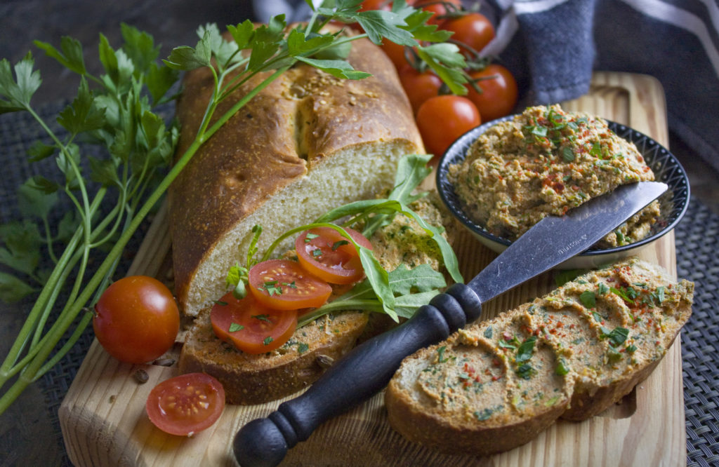 Rucola-Tofu-Aufstrich mit getrockneten Tomaten | Toastenstein