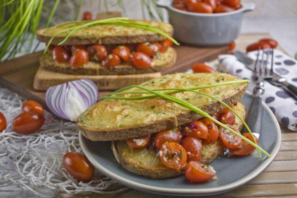 Croque Monsieur mit marinierten Tomaten | Toastenstein