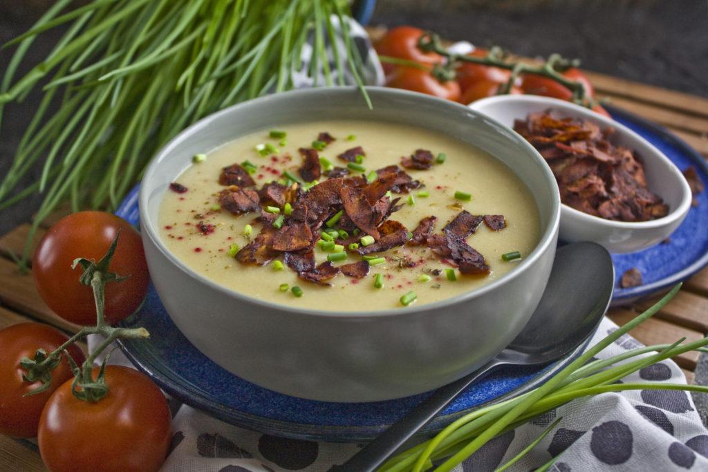 Milde Blumenkohl-Suppe mit Kokos-Bacon | Toastenstein