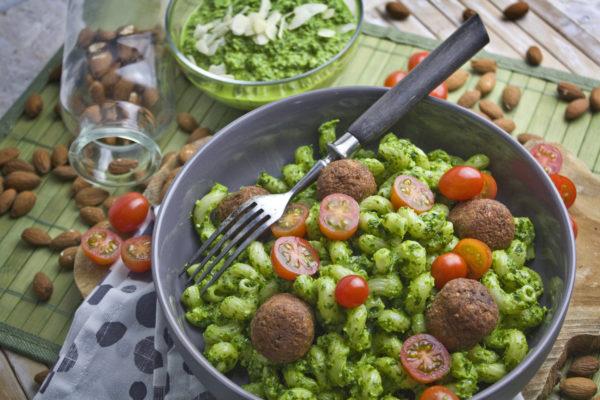 Schnell und einfach! – Grünkohl-Mandel-Pesto | Toastenstein