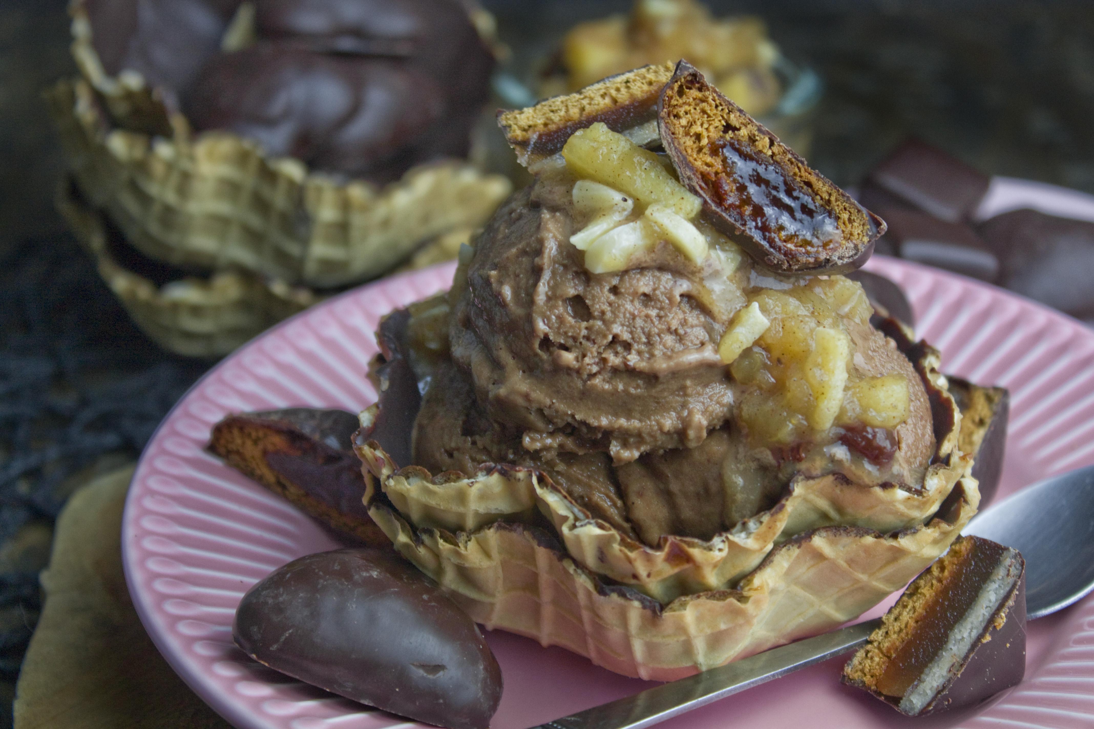 Lebkuchen-Eis mit Bratapfel-Kompott | Toastenstein