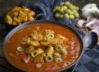 Tomaten-Oliven-Suppe mit gerösteten Kartoffeln | Toastenstein