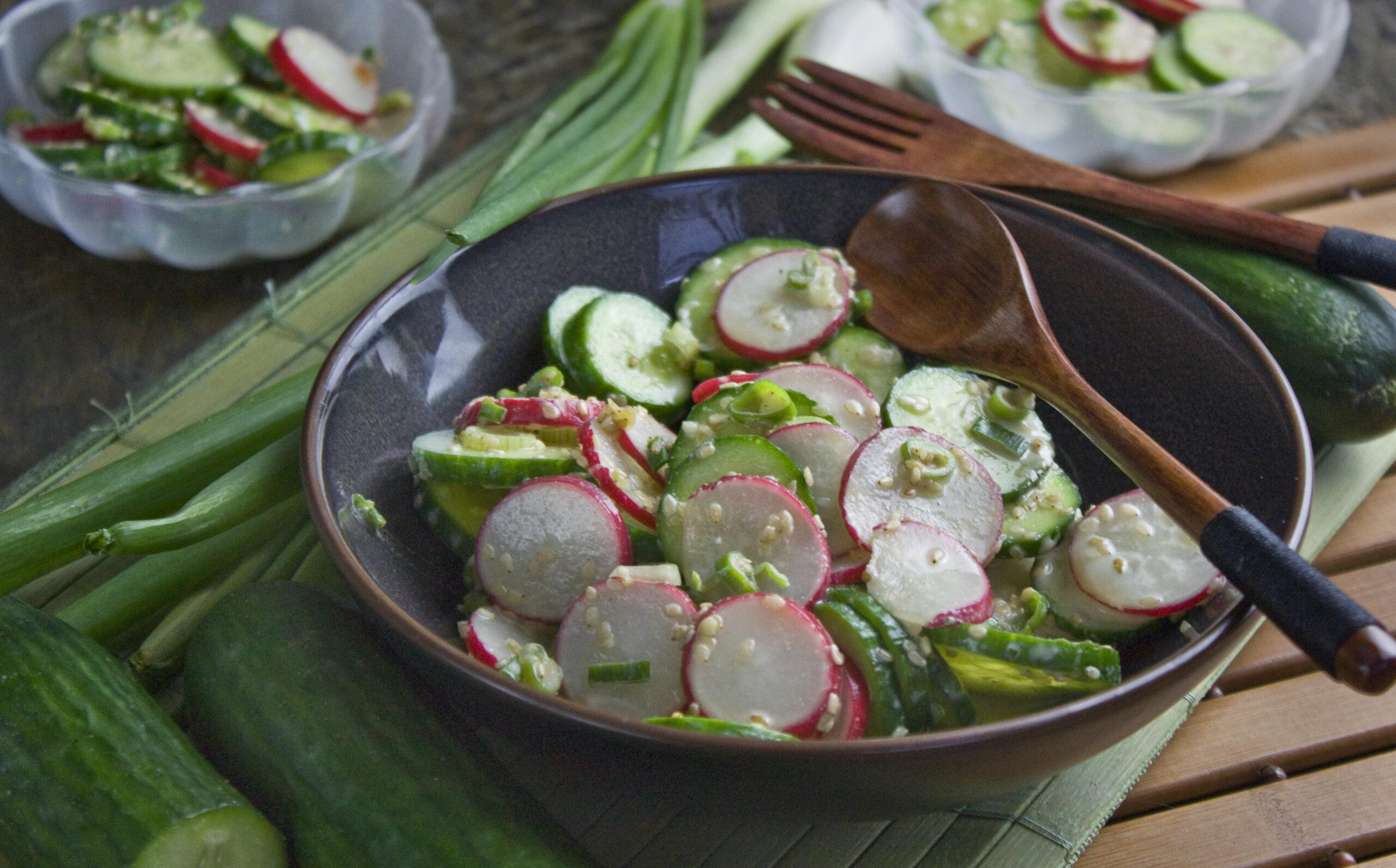 Schneller Gurken-Radieschen-Salat mit Wasabi-Dressing | Toastenstein