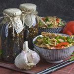 Schneller Gurken-Radieschen-Salat mit Wasabi-Dressing