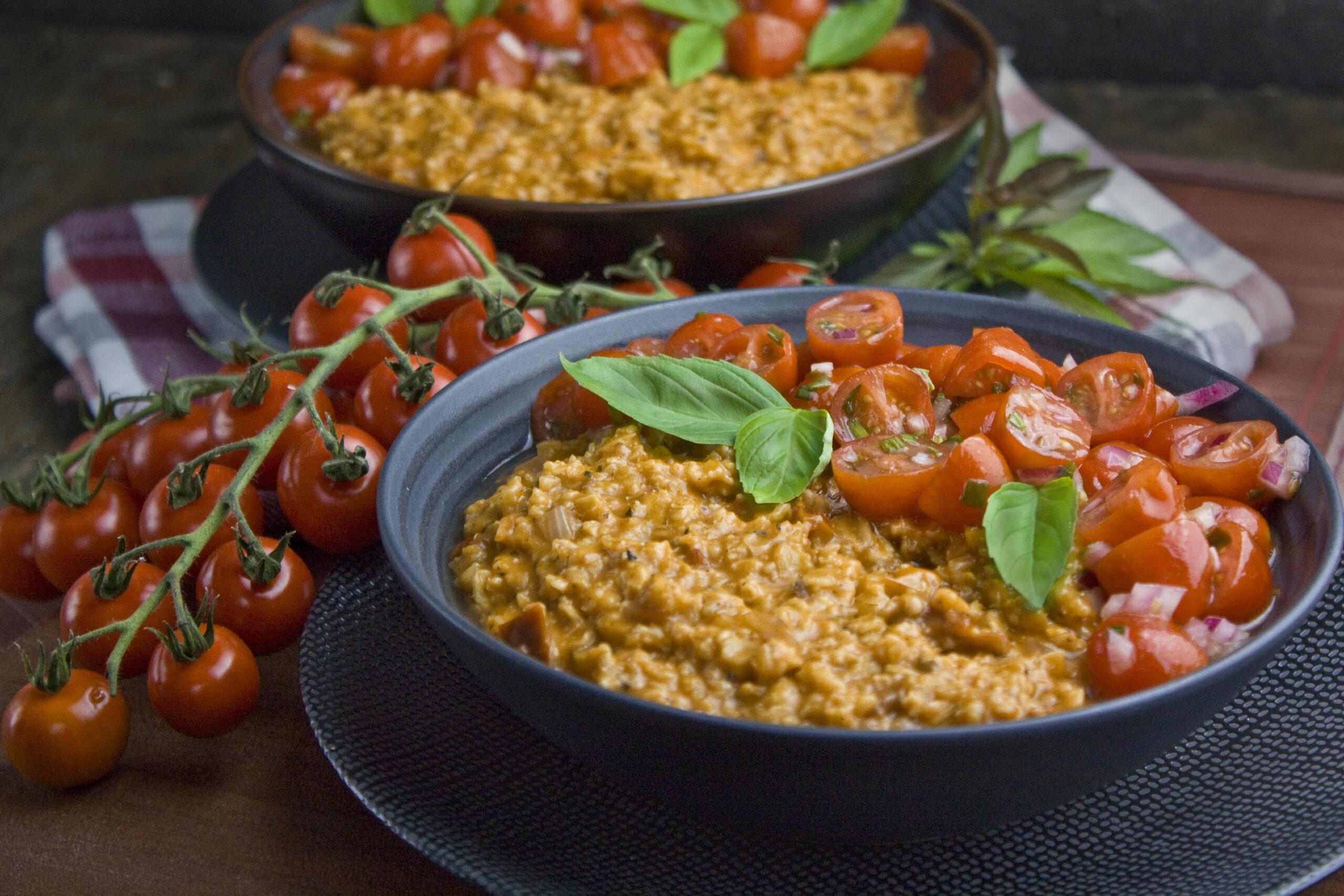 Tomaten-Haferbrei mit marinierten Tomaten | Toastenstein