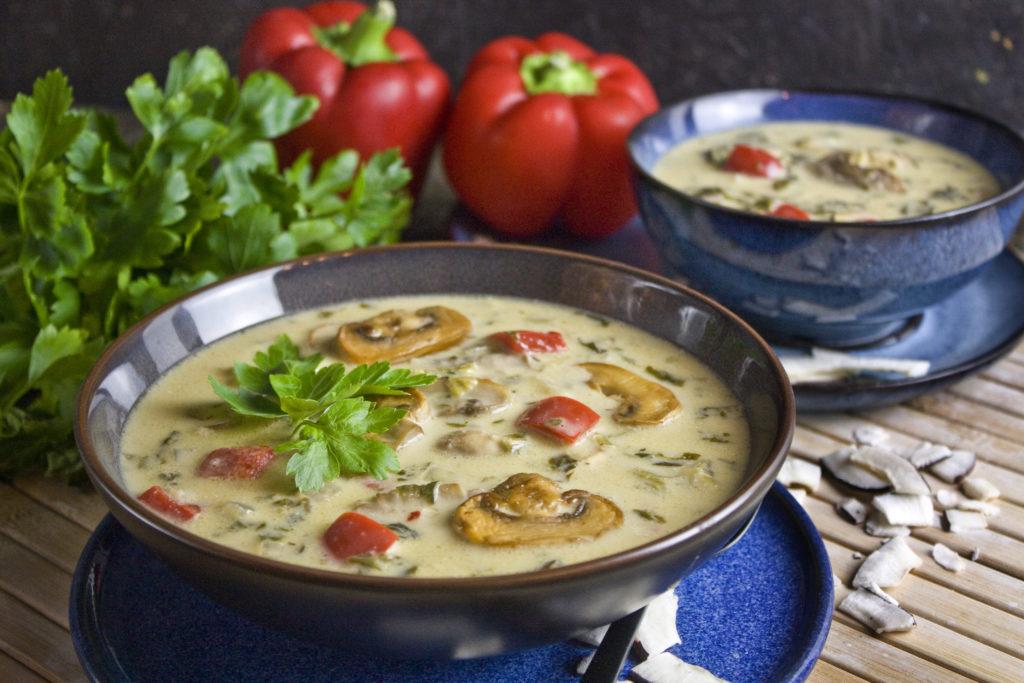 Champignon-Spinat-Suppe mit Kokosmilch | Toastenstein