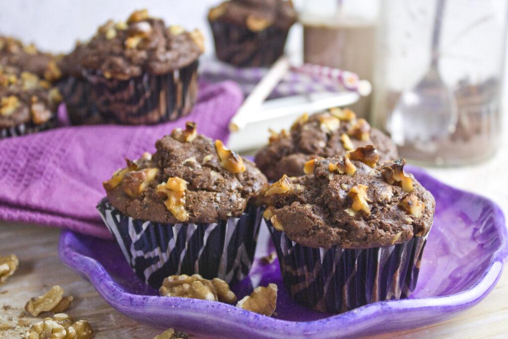 Frisch gebackene Kakao-Walnuss-Muffins | Toastenstein