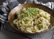 Vegane Zucchini-Carbonara mit Räuchertofu